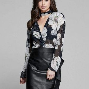 GUESS BY MARCIANO Fine Lines Floral Choker Blouse